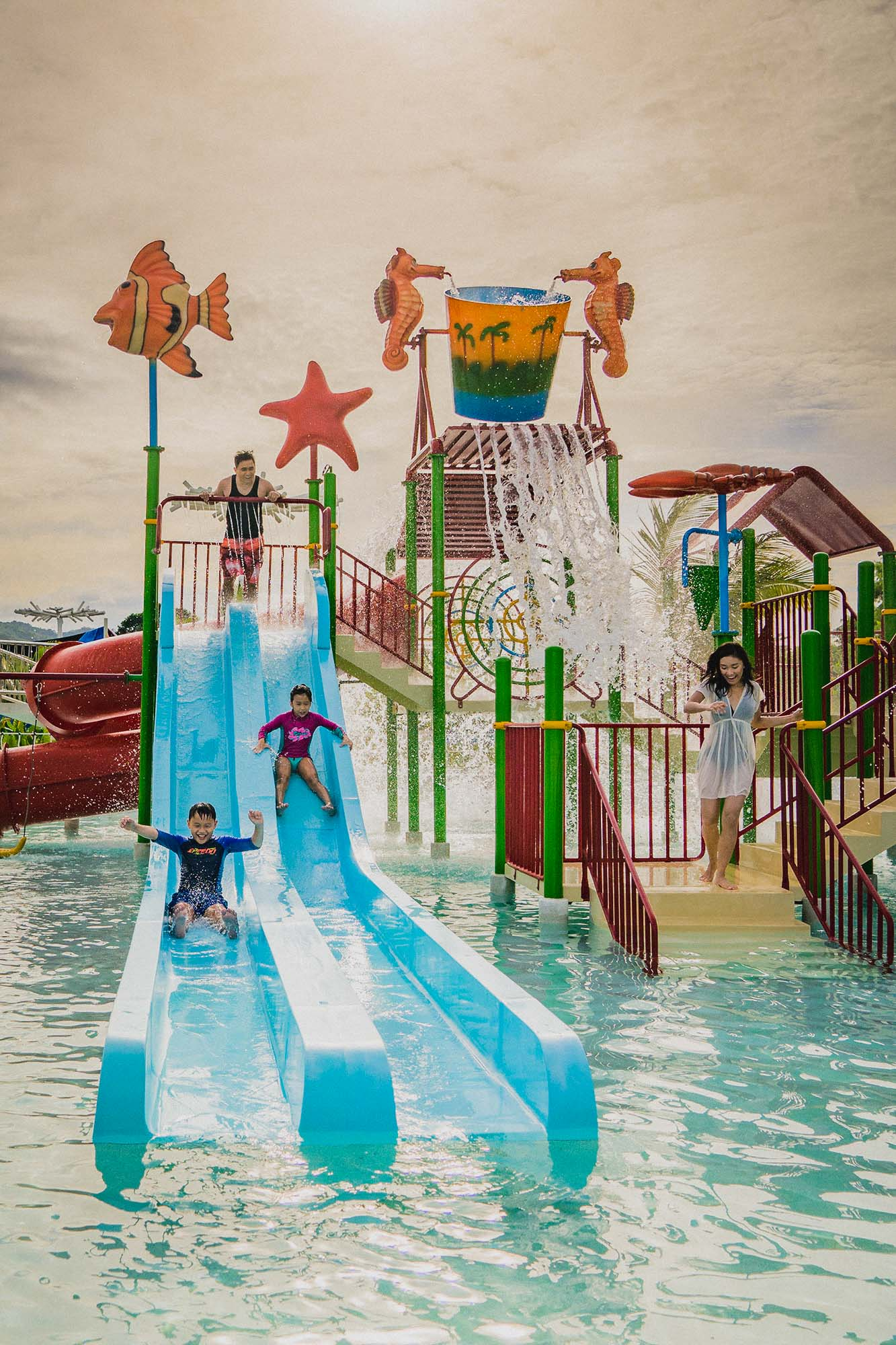 palawan-waterpark_tumbling-buckets-kidzone2
