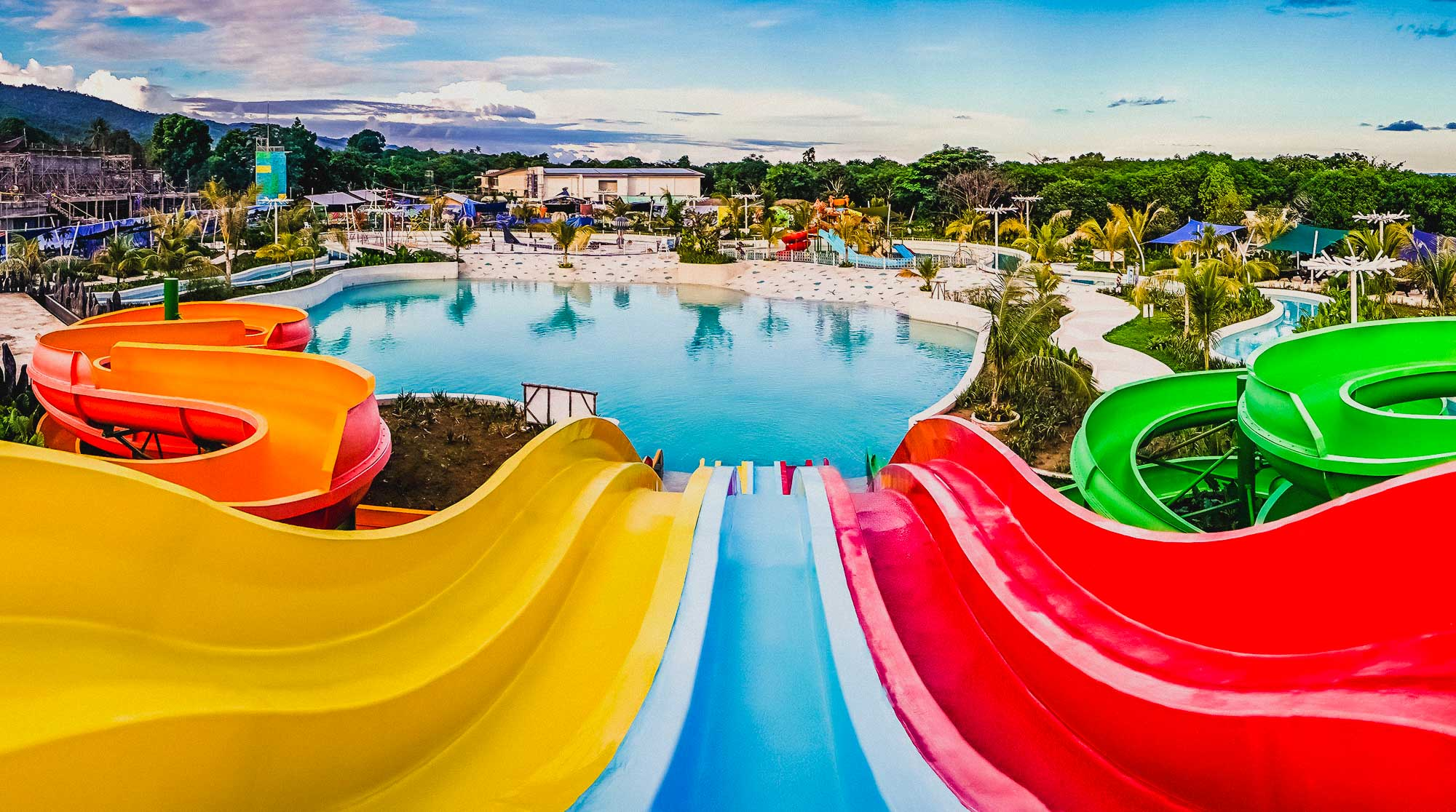 palawan-waterpark_velocity-and-vortex-aqua-slides